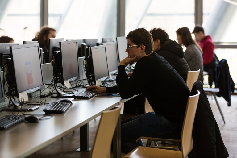 Evropska sredstva za mobilnost študentov iz socialno šibkejših okoljih na Univerzi v Mariboru in Fakulteti za tehnologijo polimerov